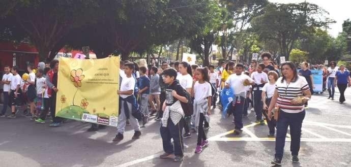 Caminhada chama atenção para o combate à exploração sexual de crianças e adolescentes em São Roque