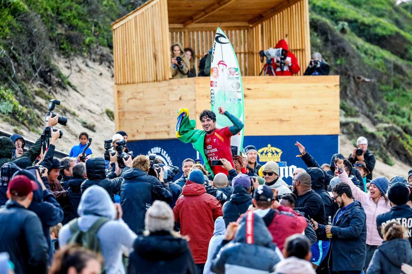 Gabriel Medina é campeão da etapa de J-Bay