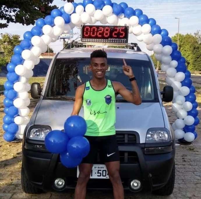 Melhor brasileiro da São Silvestre cumpre meta em live de aniversário
