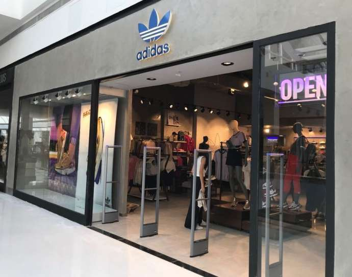 dd9cdf3fffe13 A primeira loja da Adidas Originals na região de Sorocaba (SP) abriu suas  portas ao público no dia 20 de dezembro
