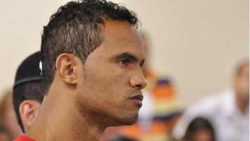 Justiça decide que goleiro Bruno vai continuar preso