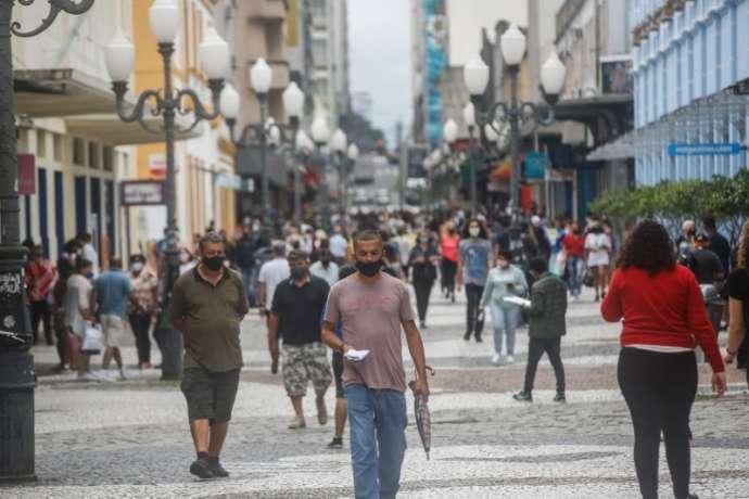 Brasil já está na 2ª onda da Covid-19′, diz pesquisador