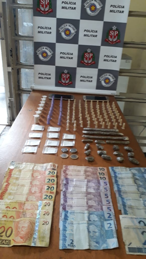 Polícia prende duas pessoas por tráfico de drogas