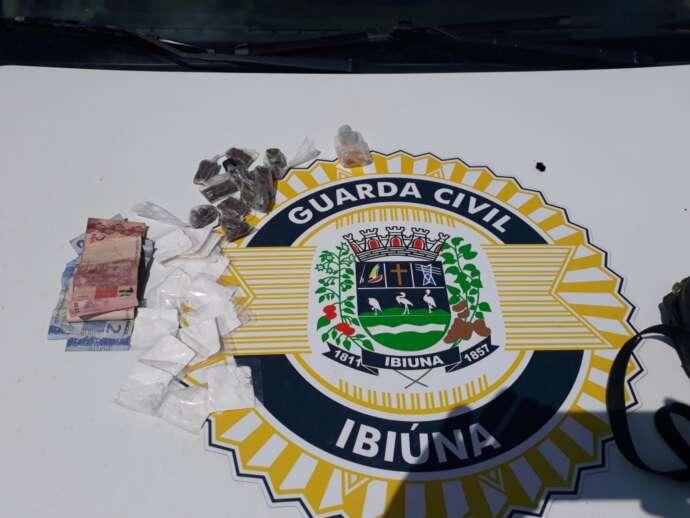 Após tentar fugir, traficante é preso com diversos tipos de drogas