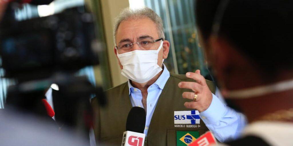 Membros do Ministério da Saúde falam em renúncia se vacinação continuar suspensa