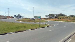 Acesso para a Av. Zito Garcia sentido centro/bairro está interditado para obras