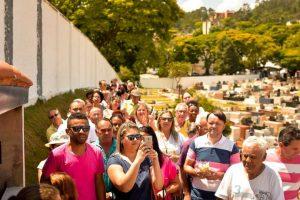 Cemitério da Luz recebeu fiéis em louvor à Nossa Senhora Aparecida