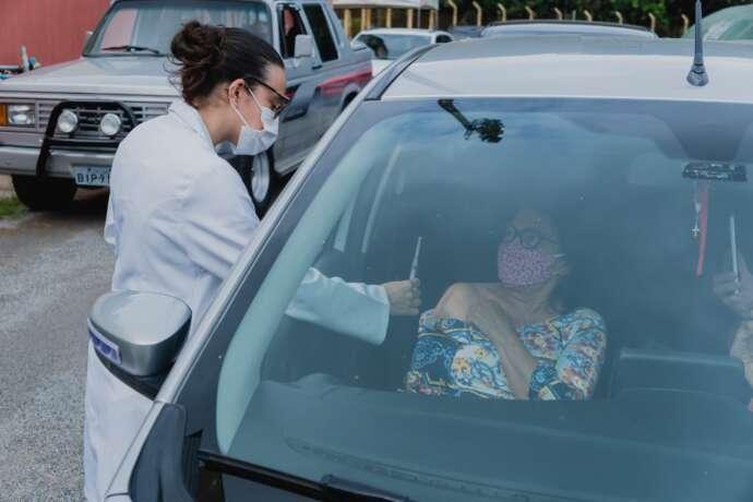 São Roque antecipa para terça-feira a vacinação de idosos com 65 anos ou mais